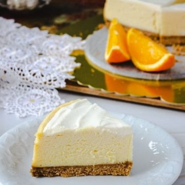 instant pot cheesecake on white plate